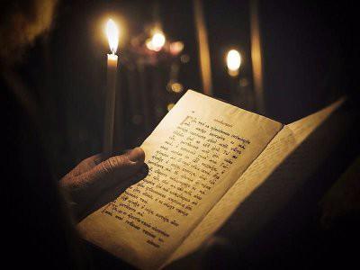 Какие молитвы защищают от порчи по мнению экстрасенсов и народных целителей