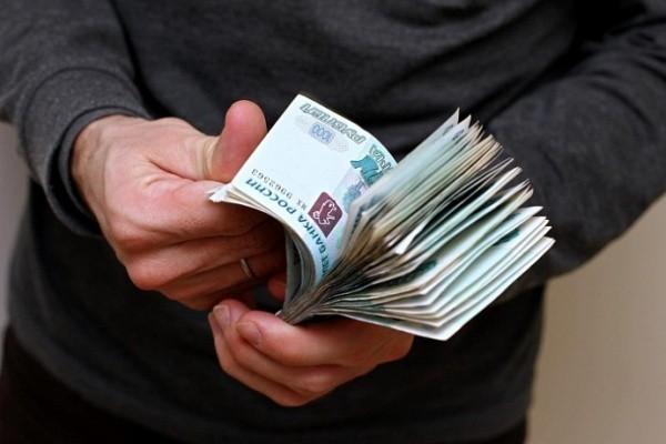 Вскрылись реальные зарплаты чиновников