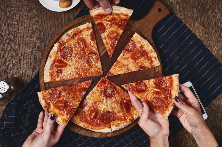 Семья получала 200 звонков в день из-за ошибки пиццерии, и люди нашли, как отомстить