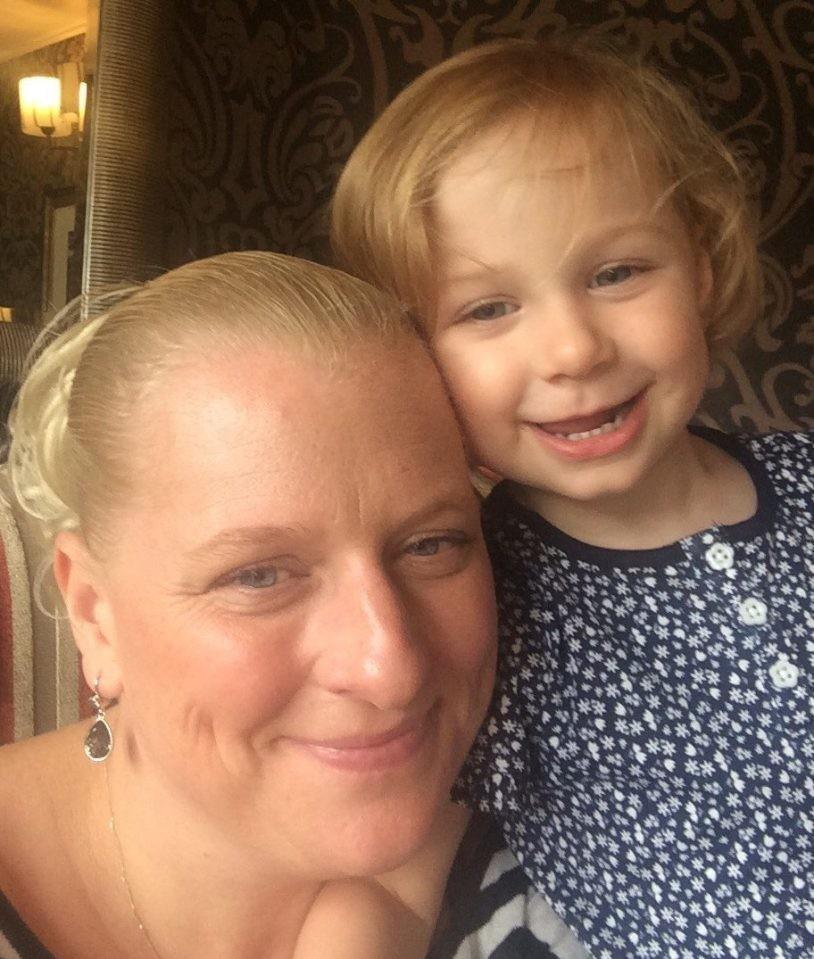 Умирающая мама оставила поздравления на каждый день рождения дочки