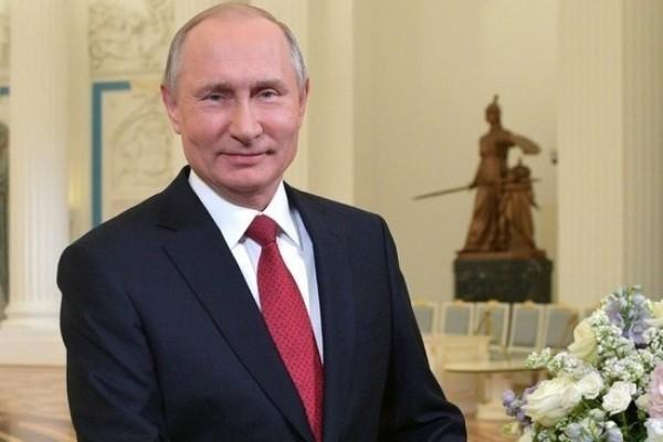 Россияне завалили дизлайками поздравление Путина с 8 Марта