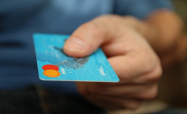 Обналичить деньги с некоторых банковских карт станет гораздо сложнее - в Госдуме рассматривают новый законопроект