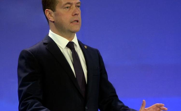 Медведев согласился перерасчитать пенсии для бедных