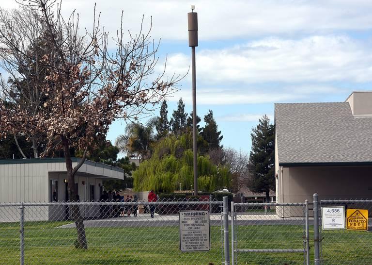 Виновата вышка связи? В калифорнийской школе три учителя и четыре ребенка заболели раком