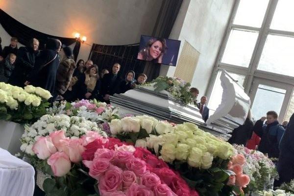 Юлия Началова: фото в гробу заинтересовало поклонников