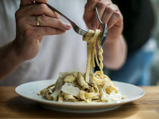 Этикет: правила поведения за столом в ресторане и на банкете