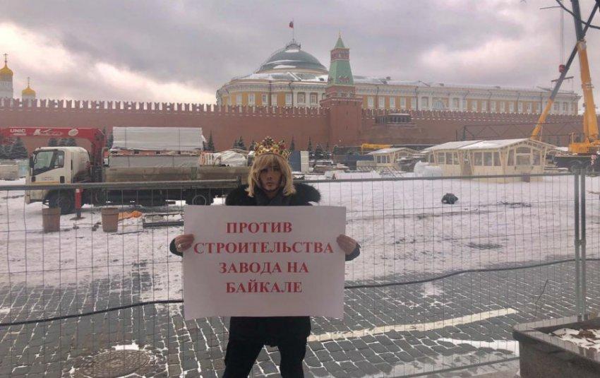 Сергей Зверев устроил одиночный пикет прямо у стен Кремля