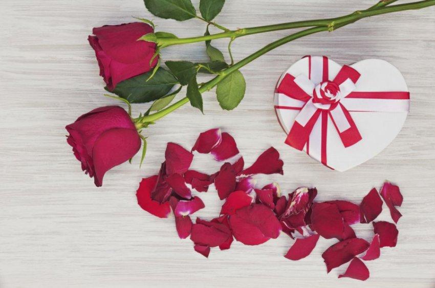 Эксперты назвали самые желанные и популярные подарки на 8 марта