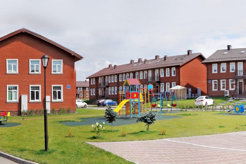 Какие преимущества имеет жизнь в коттеджном поселке?