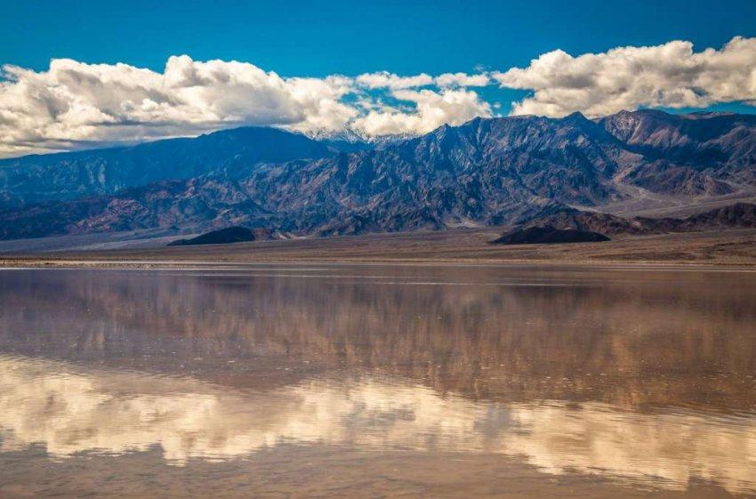В Долине Смерти внезапно возникло огромное озеро