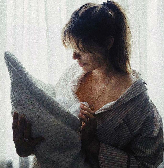 Саша Савельева сообщила, что она и малыш дома, рассказав подробности родов и показав фото сына