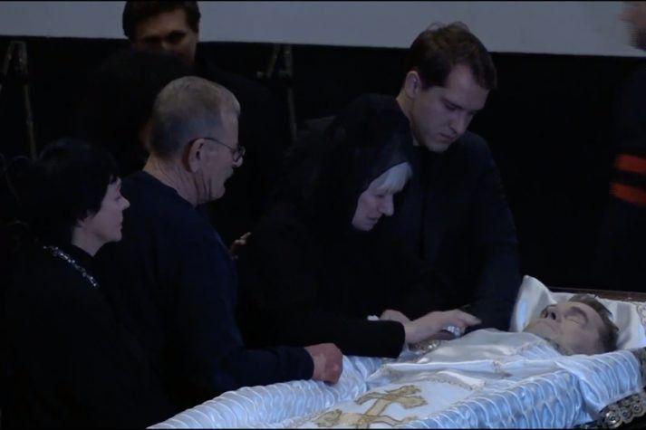 Единственный, хотя и внебрачный сын Алексея Булдакова специально прилетел на похороны отца
