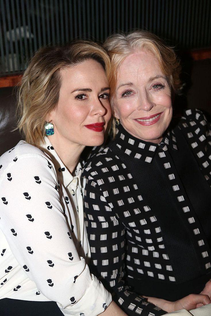 76-летняя любовница Сары Полсон - Холланд Тейлор «сдает» и в обычной жизни выглядит, как мать актрисы