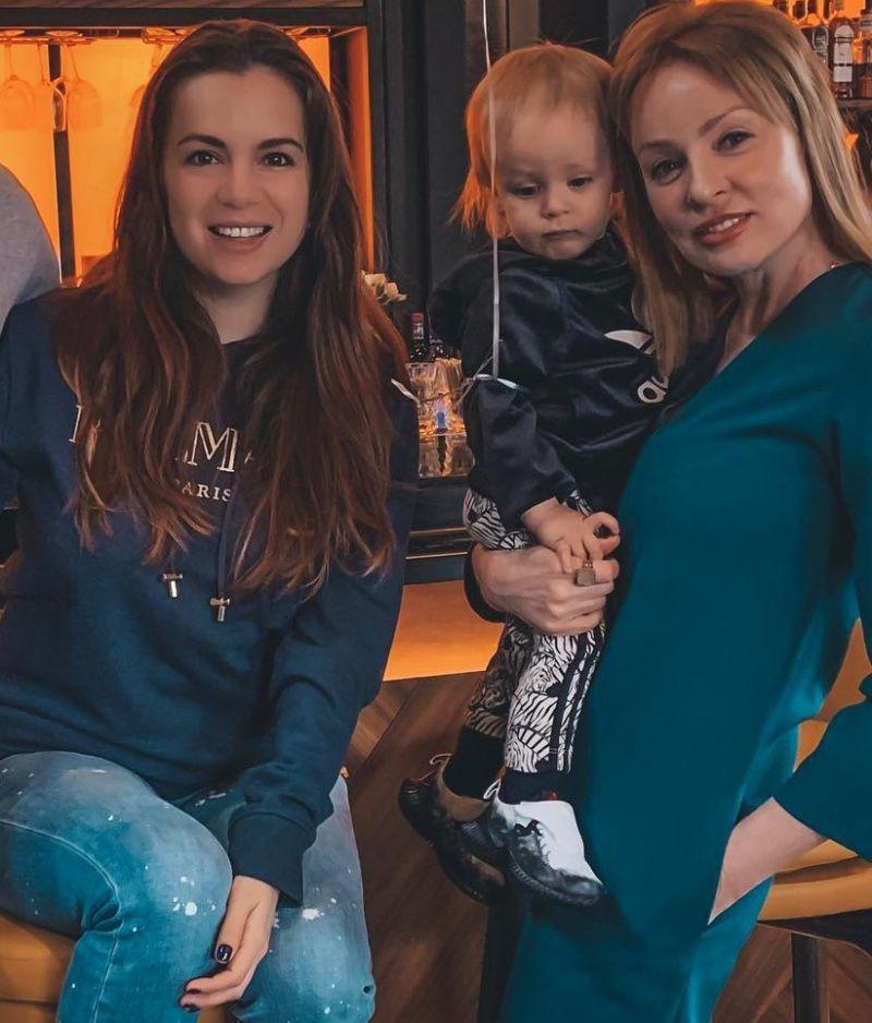 Жанна Эппле выглядит стройнее, моложе и эффектнее, чем супруга ее старшего сына Потапа