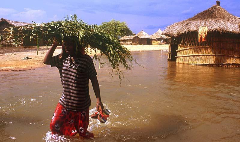 Аномальные наводнения в Африке и снег в Ливане: что происходит на Земле?