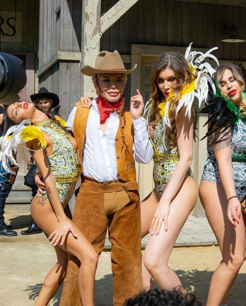 «Живой Кен» Родриго Алвес запел, представив свой первый клип стоимостью 12 млн. 600 тыс. рублей