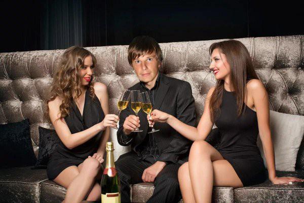 Аршавина, желающего вернуться к Барановской, застали в клубе с красотками