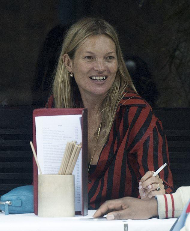 Кейт Мосс пожинает плоды разгульной молодости, и теперь ее лицо без макияжа выглядит на 10 лет старше