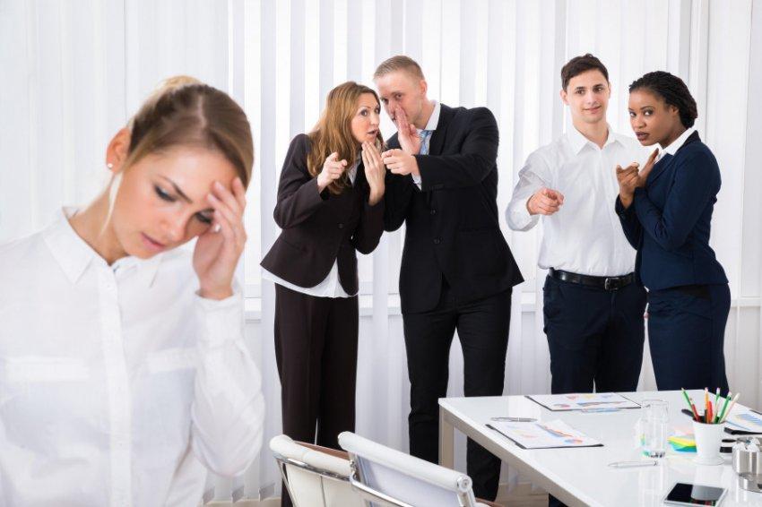 Привычки, которые раздражают россиян в коллегах больше всего