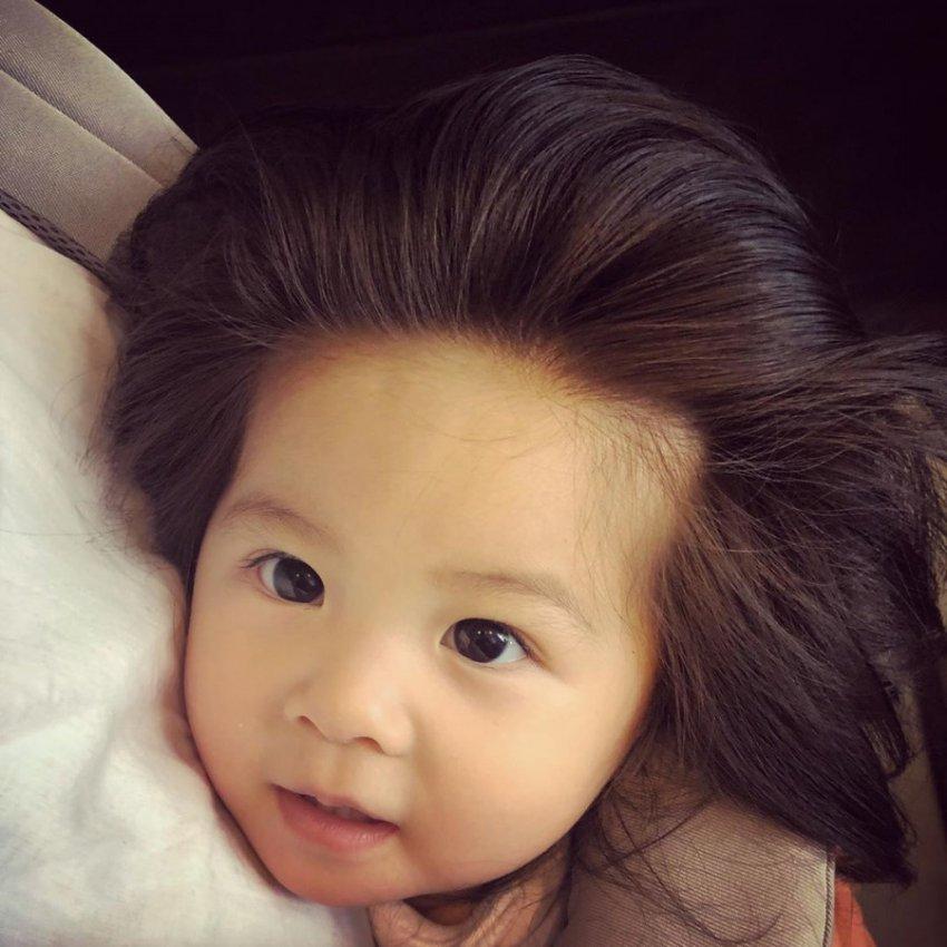 Дети с аномально густыми волосами покоряют Instagram