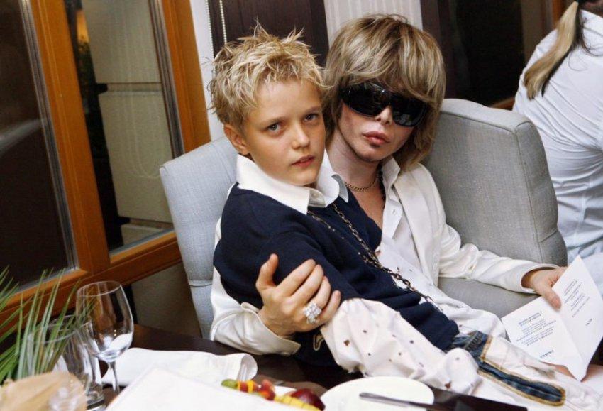 Сын Сергея Зверева серьезно болен и требует у отца миллионы