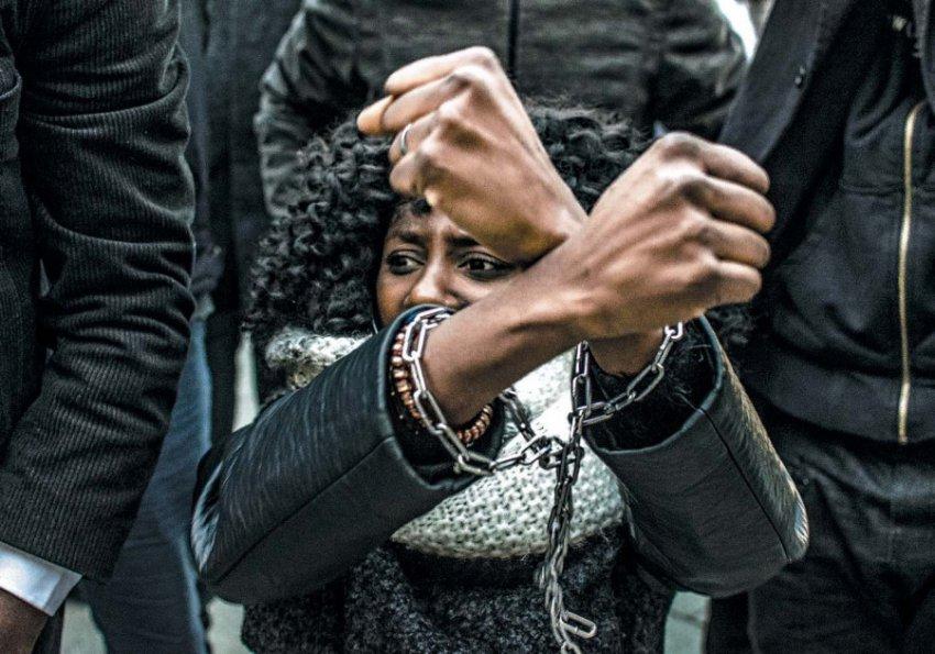 Рабство 21 века: как люди попадают в неволю и есть ли оттуда выход