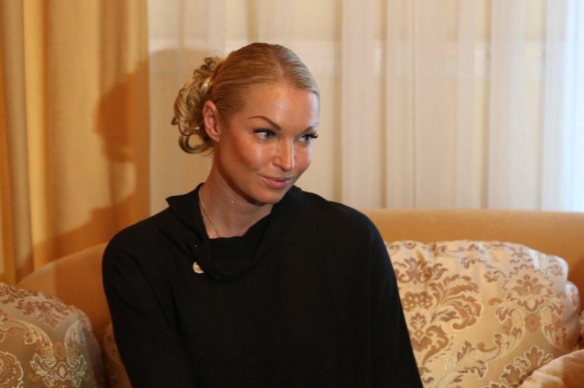 Анастасия Волочкова призвала недовольных россиян уезжать из страны