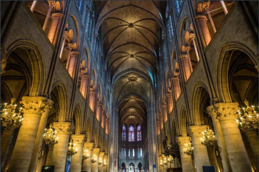 Революция, Наполеон а теперь огонь: что пережил знаменитый Парижский собор Нотр-Дам