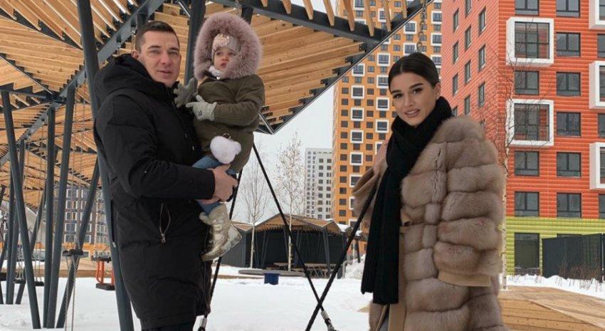 Ксения Бородина отвела 3-летнюю дочь в ресторан фастфуда