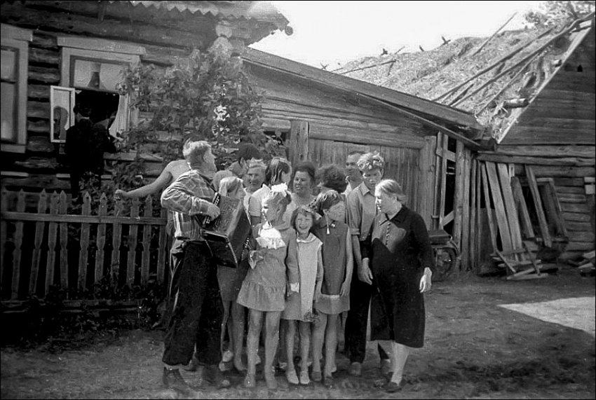 Фотоподборка деревенского быта русского человека XX века