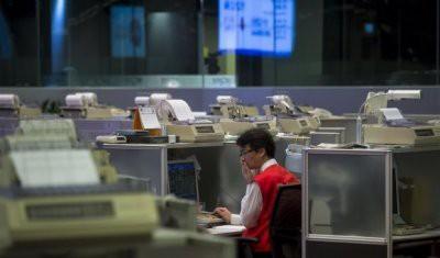 Китайские рынки рухнули после заявления твита Трампа о повышении пошлин