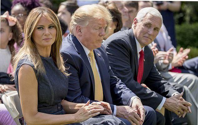Мелания Трамп едва сдерживает негативные эмоции, когда рядом муж