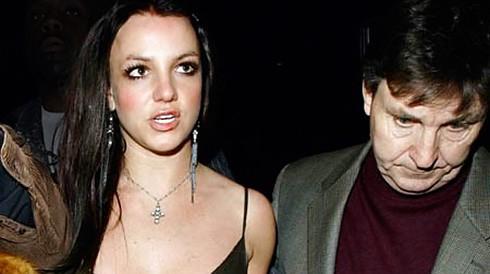 Бритни Спирс, разгуливающую по улицам босиком, заподозрили в помешательстве