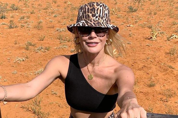 Елена Летучая в леопардовых шортах распугала в Африке всех жирафов