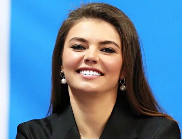 СМИ сообщили, что Алина Кабаева родила двойню