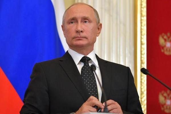 """Путин напомнил, что Россия не """"пожарная команда"""""""