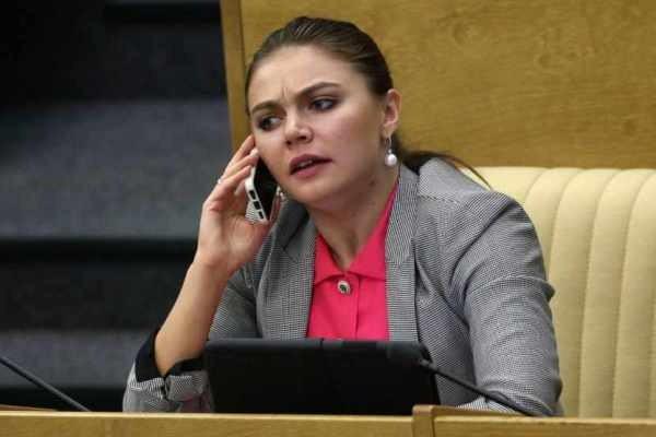 Алина Кабаева, последние новости сегодня: от кого родила, кто отец двойни
