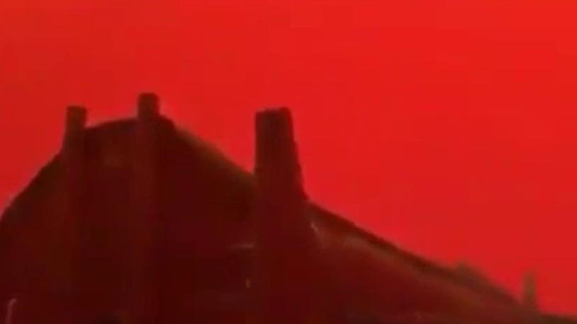 Небо в Йемене окрасилось в красный цвет