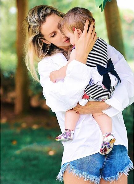 Лобода впервые показала младшую дочь Тильду