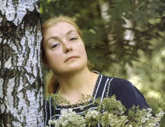 Лидия Федосеева-Шукшина передвигается на инвалидном кресле