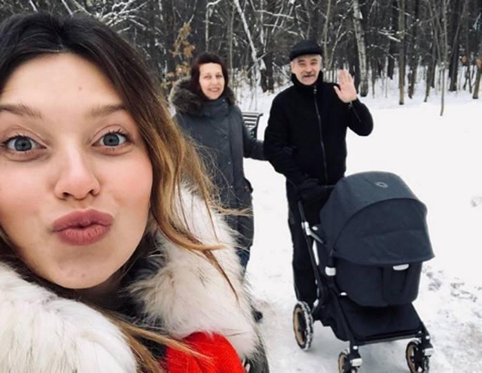 Подписчики Тодоренко не могут понять, для чего ее пятимесячному сыну нужно учить английский