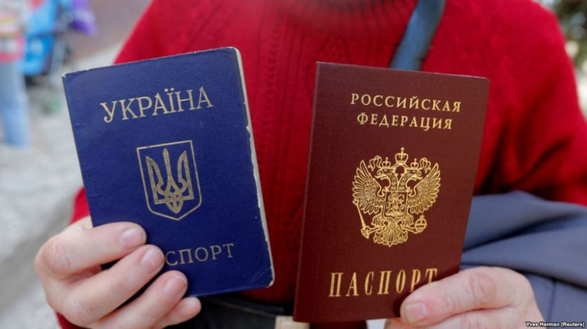 """Выдачей российских паспортов Путин хочет спасти в украинском """"муравейнике"""" тех, кого ещё можно спасти..."""
