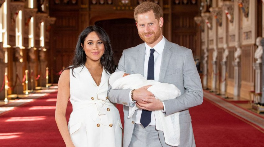 Маркл и принц Гарри еще сильнее запутывают историю с рождением сына, отказываясь публиковать его свидетельство