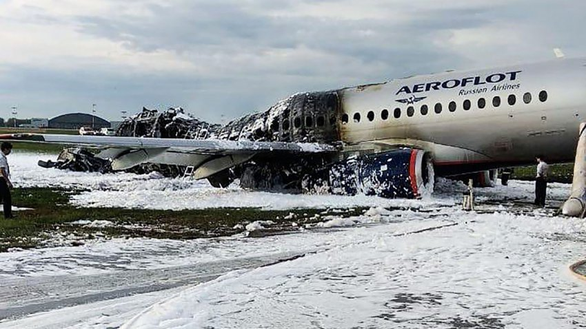 Выжил в горящем самолете: пассажир рассказал о видении, которое спасло ему жизнь