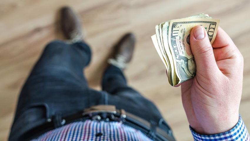 Народные приметы, которые касаются финансов: когда нельзя давать и брать деньги в долг