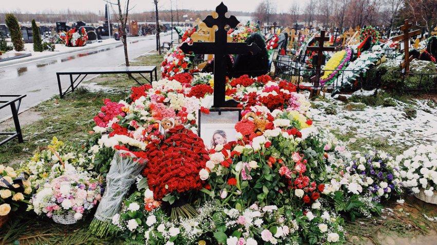 Работники Троекуровского сообщили, что на могиле Началовой замироточил крест