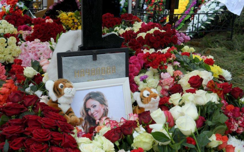РПЦ упрекнула поклонников Началовой за бесчинства на могиле