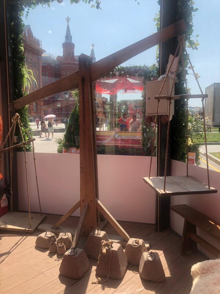 На Манежной площади открылась выставка всех эпох