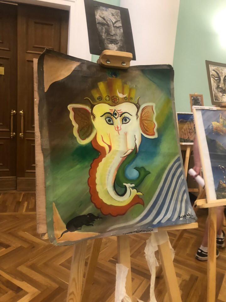 Непальские художники провели выставку своих картин на фестивале Непала