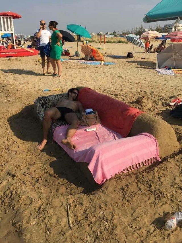 10 фото странных вещей, которые люди видели на пляже